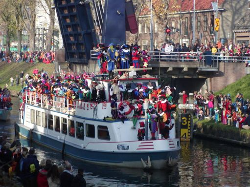 1024px-Sint-intocht-boot